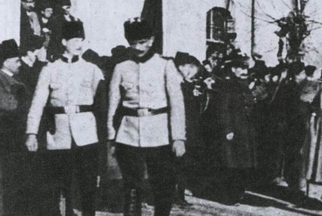 Atatürk'ün Ankarada karşılanması Vilayet Konağı